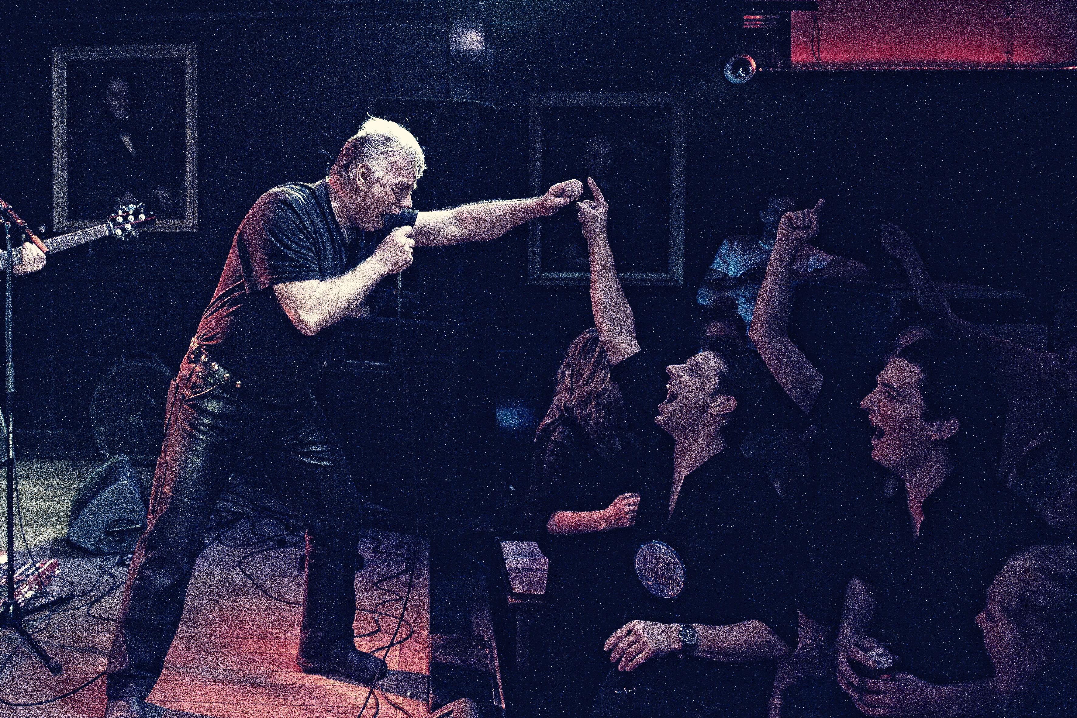 Robert Pennekamp, Heeren van Amstel, Amsterdam, performance, zang , karaoke, hard rock, smartlappen, zanger